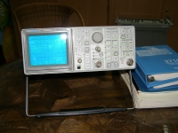 Tektronix Spectrum Analyzer 2710 10 Khz ... 1,8 GHz